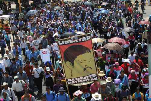 Thousands of indigenous marched through the streets of Tuxtla Gutiérrez. Photo: Moysés Zúñiga