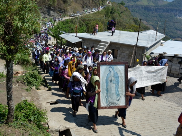 Displaced families return to the Puebla ejido