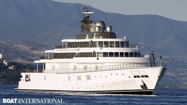 The Rising Sun is the 10th largest yacht in the world. Originally built in 2006 at a cost of $200 million for Oracle CEO Larry Ellison, it is now owned by music mogul David Geffen.