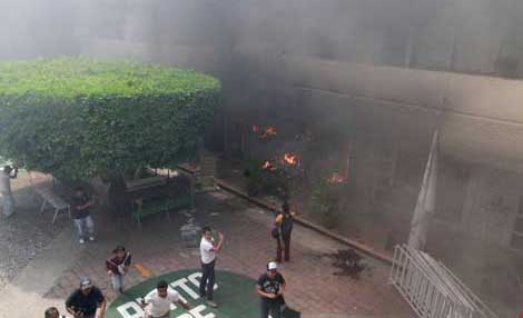 Guerrero protesters set Iguala's municipal headquarters on fire during October 22 actions.