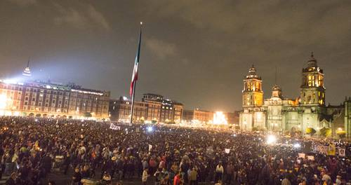Huge crowd received parents of 43 missing students in Mexico City's Zócalo on Nov. 20. Photo from La Jornada.