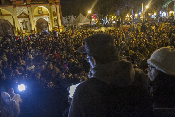 Thousands of Chiapanecos participated in the meeting with students and family members of the 43 disappeared of Ayotzinapa. Photo: Moysés Zúñiga