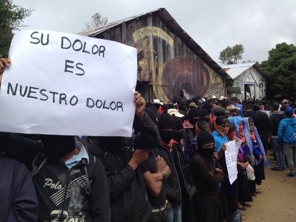 Zapatistas greet Ayotzinapa Caravan in Oventik