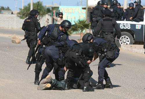 Police repression  in Baja