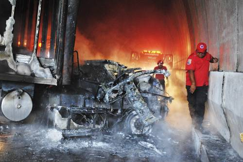 Image of vehicle burned in the zone known as The Tunnels. Photo: José Hernández /Cuartoscuro