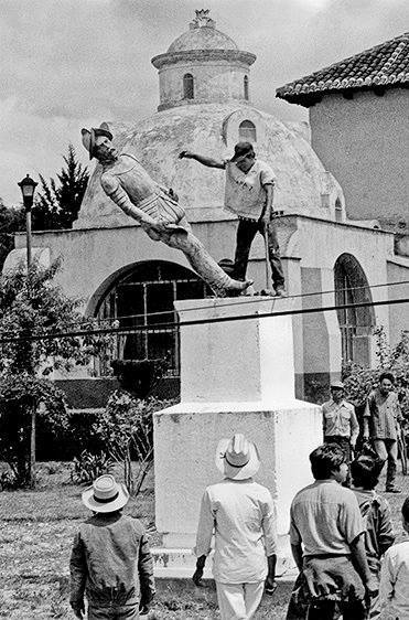 This statue of Diego de Mazariegos was knocked down by members of the EZLN more than a year before the 1994 Uprising.