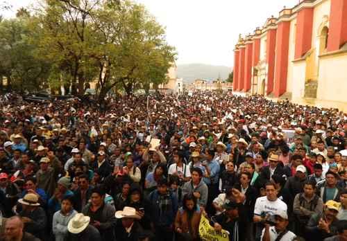 Marchers in San Cristóbal de Las Casas, Chiapas. Photo: Elio Henriquez, La Jornada.