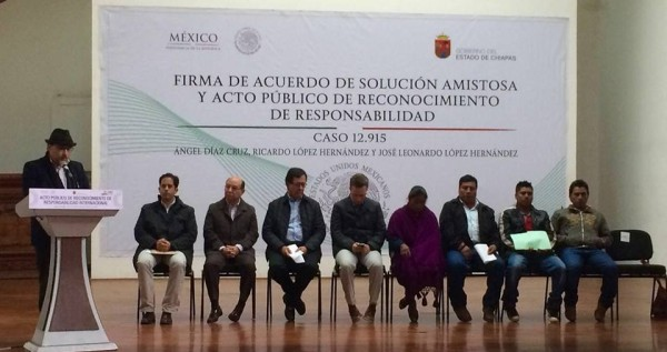 Pedro Faro, Director of Frayba (speaking), government officials and the victims (the 4 on the right) at the public apology.