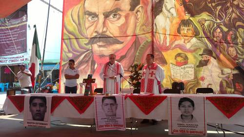 Father Miguel Concha Malo officiated at a mass in memory of the individuals that died in the repression against the San Salvador Atenco ejido owners that opposed the construction of an airport on May 3 and 4, 2006. Photo: Javier Salinas