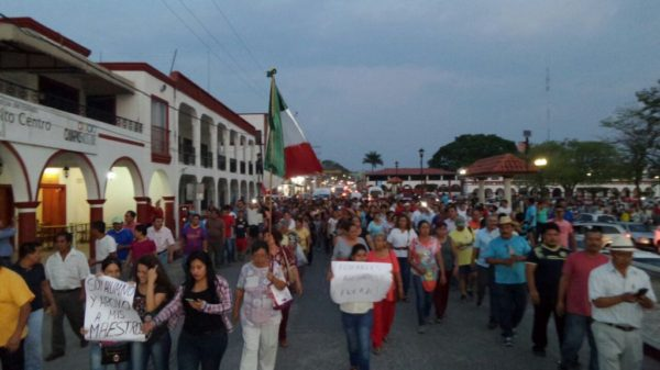 In Chiapa de Corzo parents of school children march to demand that the Federal Police leave!