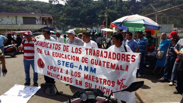 Guatemalan teachers demonstrate on the border with Mexico in support of the CNTE.