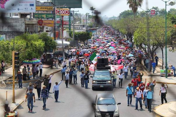 CNTE protest with parents and social organizations in Tuxtla Gutiérrez, Chiapas.