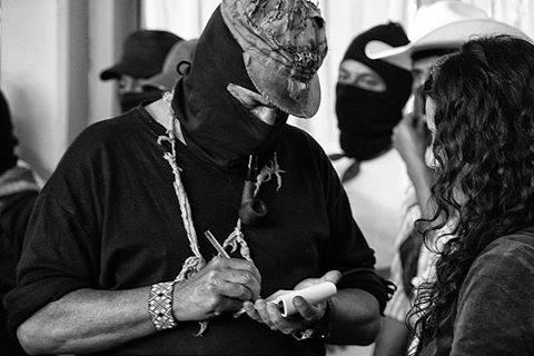 Galeano signing autographs.