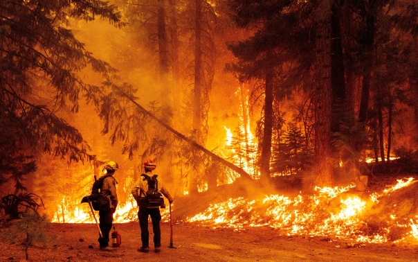 Image: TOPSHOT-US-FIRE-ELECTRICITY-CLIMATE